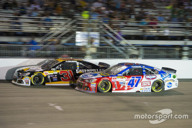 Ryan Newman, Richard Childress Racing Chevrolet and A.J. Allmendinger, JTG Daugherty Racing Chevrolet