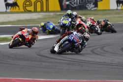 Старт: Хорхе Лоренсо, Yamaha Factory Racing лидирует