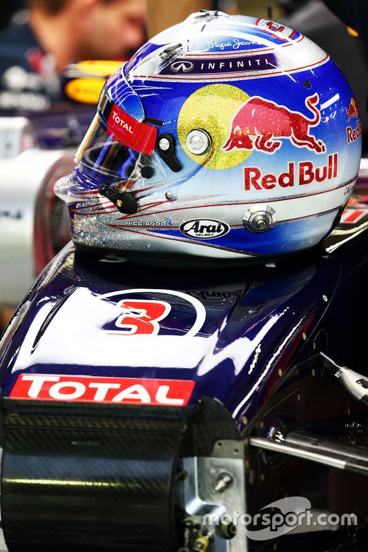 Capacete de Daniel Ricciardo, Red Bull Racing RB11