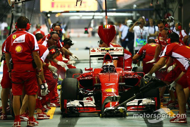 Kimi Räikkönen, Ferrari SF15-T, beim Boxenstopp-Training