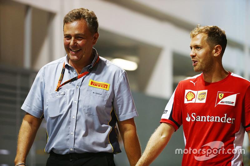 Mario Isola, Pirelli-Manager, mit Sebastian Vettel, Ferrari