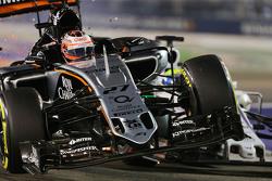 Nico Hulkenberg, Sahara Force India F1 VJM08 and Felipe Massa, Williams FW37 crash during the race