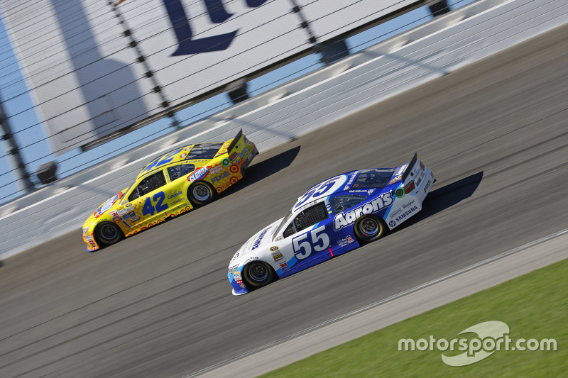 David Ragan, Michael Waltrip Racing Toyota; Kyle Larson, Chip Ganassi Racing Chevrolet