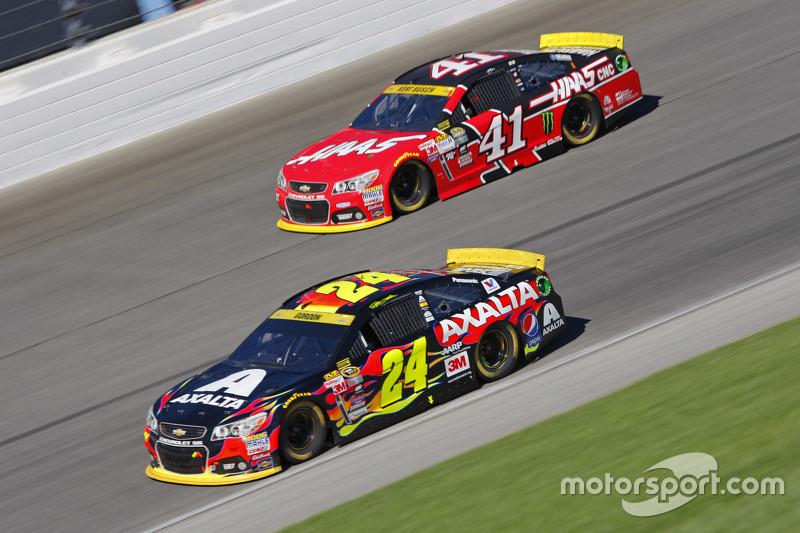 Jeff Gordon, Hendrick Motorsports Chevrolet; Kurt Busch, Stewart-Haas Racing Chevrolet