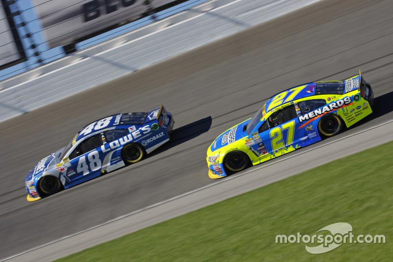 Paul Menard, Richard Childress Racing Chevrolet and Jimmie Johnson, Hendrick Motorsports Chevrolet