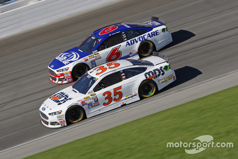 Cole Whitt, Front Row Motorsports Ford; Trevor Bayne, Roush Fenway Racing Ford