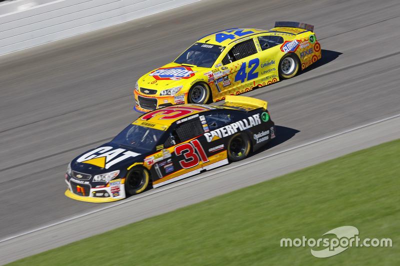 Ryan Newman, Richard Childress Racing Chevrolet and Kyle Larson, Chip Ganassi Racing Chevrolet