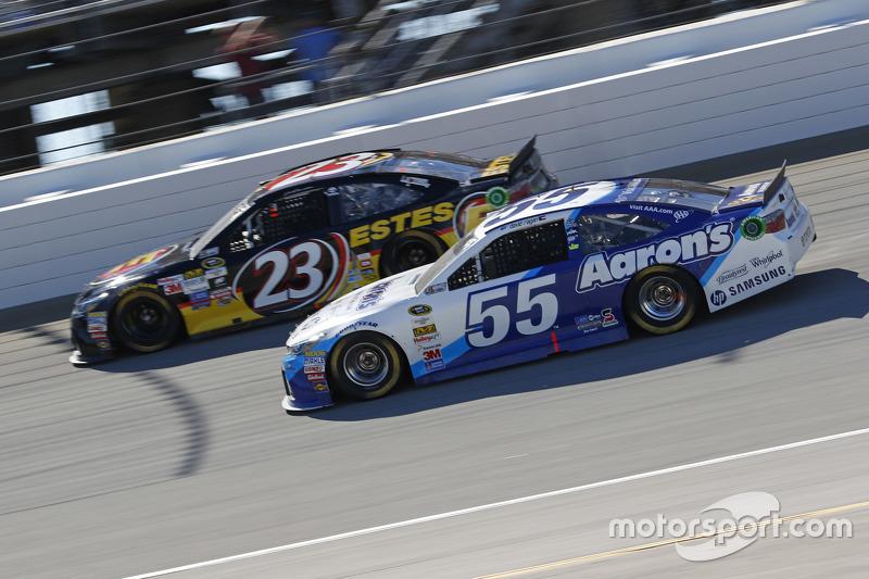 David Ragan, Michael Waltrip Racing Toyota; Jeb Burton, BK Racing Toyota