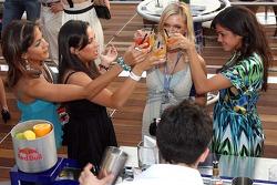Jeunes femmes Formule 1: Adriana Arevalo, Mina Zakipour, Katja Semenova et Estefania Bejarano