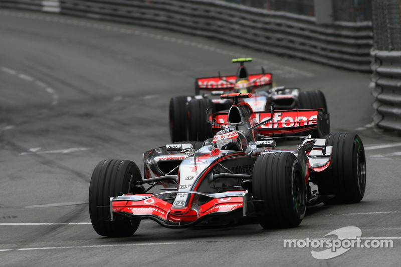 Fernando Alonso, McLaren Mercedes, MP4-22 y Lewis Hamilton, McLaren Mercedes, MP4-22