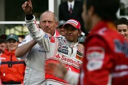 Ron Dennis, McLaren, Team Principal, Chairman, bersama Lewis Hamilton, McLaren Mercedes