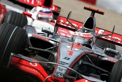 Fernando Alonso, McLaren Mercedes, Takuma Sato, Super Aguri F1