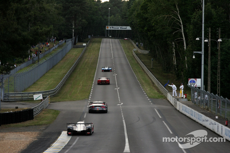Qualifying action exiting Mulsanne corner
