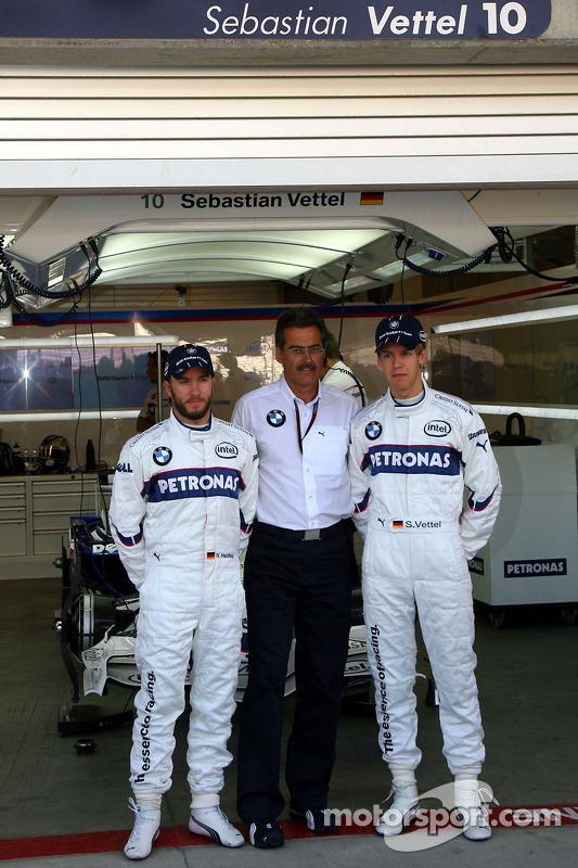 Себастьян Феттель, тест-пілот, BMW Sauber F1 Team, д-р Маріо Тайсен, BMW Sauber F1 Team, та Нік Хайдфельд, BMW Sauber F1 Team
