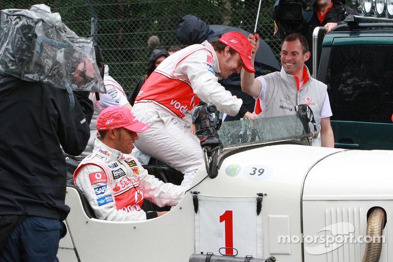 Fernando Alonso, McLaren Mercedes y Lewis Hamilton, McLaren Mercedes con el histórico Mercedes S fro