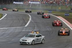 Safety-Car-Phase: Markus Winkelhock, Spyker F1 Team F8-VII, führt