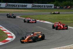 Markus Winkelhock, Spyker F1 Team, F8-VII and Felipe Massa, Scuderia Ferrari, F2007