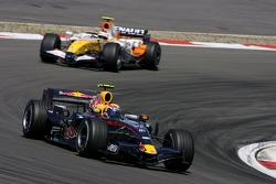 Mark Webber, Red Bull Racing; Heikki Kovalainen, Renault F1 Team