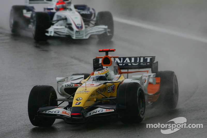 Giancarlo Fisichella, Renault F1 Team R27; Robert Kubica, BMW Sauber F1 Team F1.07
