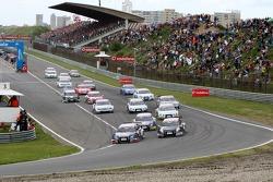 Start: Mattias Ekström, Audi Sport Team Abt Sportsline, Audi A4 DTM takes the lead before polesitter