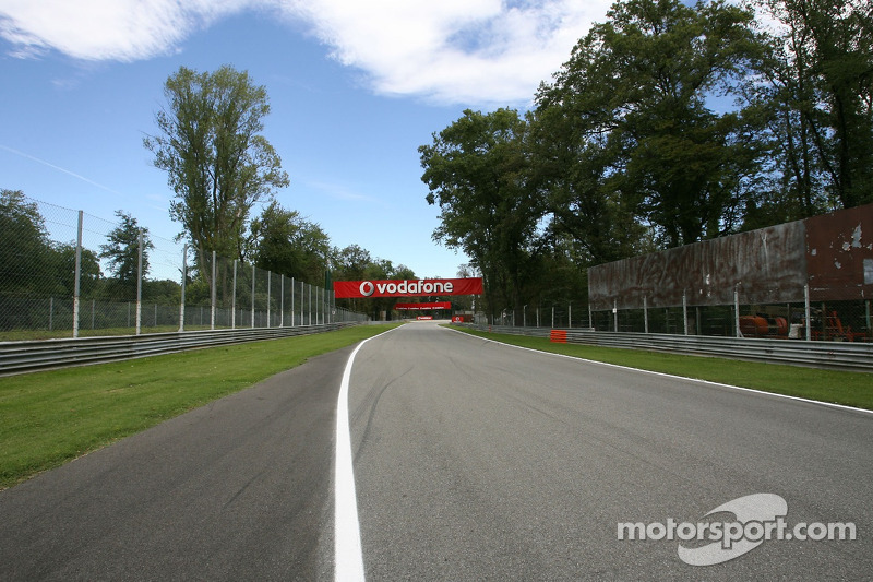 marche sur le circuit de monza grand prix d 39 italie photos formule 1. Black Bedroom Furniture Sets. Home Design Ideas