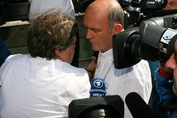 Вольфганг Ульрих, глава Audi Sport и Норберт Хауг, директор Mercedes-Benz Motorsport после того, как Audi сняла своих пилотов с гонки