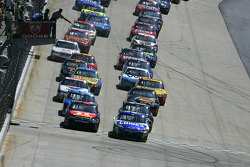 Start: Jimmie Johnson and Juan Pablo Montoya lead the field