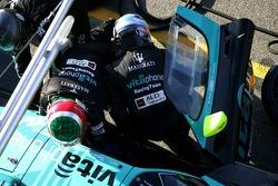 Pitstop for #2 Vitaphone Racing Team Maserati MC 12: Miguel Ramos, Christian Montanari