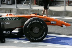 Adrian Sutil, Spyker F1 Team, F8-VII, nose missing