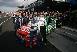 Mark Winterbottom, Steven Richards with the Ford Performance Racing team crew