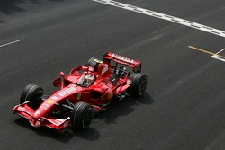 Kimi Raikkonen takes the checkered flag to win the race and the 2007 F1 Drivers World Championship