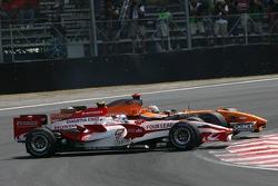 Зіткнення Антоні Девідсона (Super Aguri Honda) та Адріана Сутіля (Spyker Ferrari)