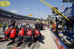 The crew of Jeff Gordon's #24 DuPont Chevrolet takes a moment prior to the start