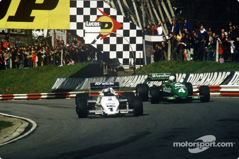 Keke Rosberg, Williams-Cosworth FW08C, em disputa com Danny Sullivan