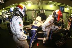 Pitstop for #7 Peugeot Total Peugeot 908 HDI FAP: Marc Gene, Nicolas Minassian