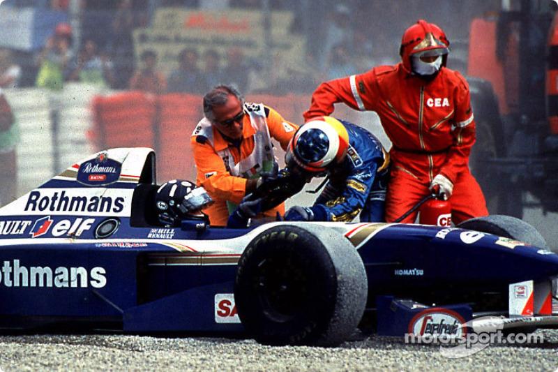 Ali o heptacampeão viveu momentos importantes. Em 95, foi tirado da prova por Damon Hill e quase se estranhou com seu rival na luta pelo título.