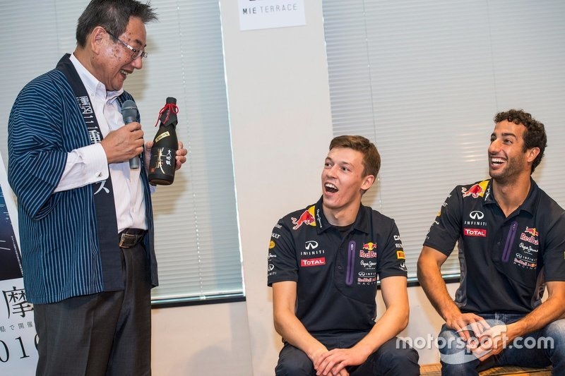 Daniel Ricciardo, Red Bull Racing and Daniil Kvyat, Red Bull Racing with Eiichi Ishigaki, vice-govenor of Mie Prefecture