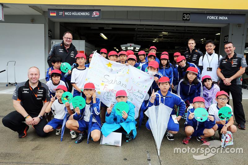 Das Sahara Force India F1 Team begrüßt seine jungen Fans