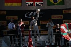 Подіум: переможець гонки Льюїс Хемілтон, Mercedes AMG F1 Team, друге місце Себастьян Феттель, Ferrar