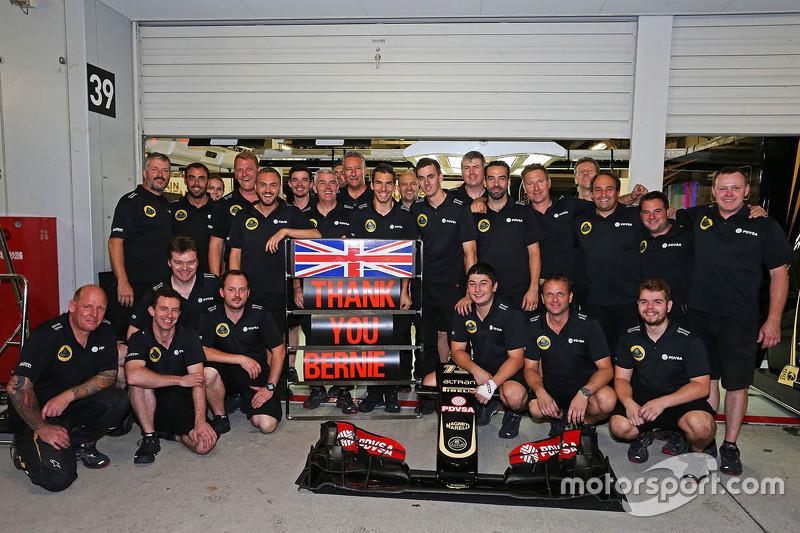 Гран При Японии, 25 сентября. Lotus F1 Team благодарит Берни Экклстоуна
