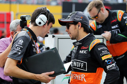 Sergio Perez, Sahara Force India F1 with Tim Wright, Sahara Force India F1 Team Race Engineer on the grid