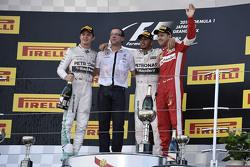 Lewis Hamilton, de Mercedes AMG F1 Team, el segundo lugar Nico Rosberg, de Mercedes AMG F1 Team, ter