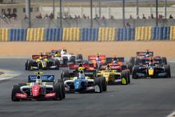 Start: Oliver Rowland, Fortec Motorsports aan de leiding