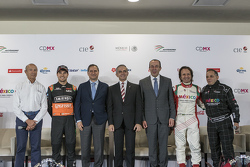 Jo Ramírez, Sergio Pérez, Sahara Force India, Alejandro Soberón, president of CIE, Miguel Angel Mancera, head of the government of City of México, Francisco Maass Director of Tourism of the City of México, Emerson Fiittipaldi and Héctor Rebaque.