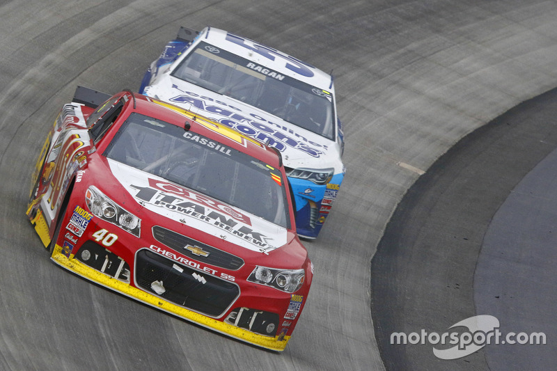 Landon Cassill, Hillman Circle Sport LLC Chevrolet and David Ragan, Michael Waltrip Racing Toyota