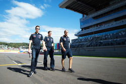 Daniil Kvyat, Red Bull Racing walks the circuit