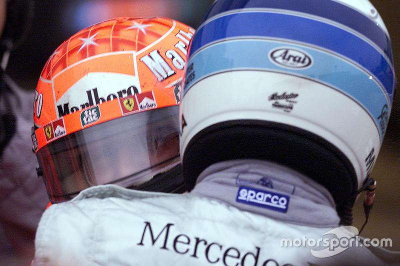 Yarış galibi ve 2000 Dünya Şampiyonu Michael Schumacher, Ferrari ve Mika Hakkinen, McLaren