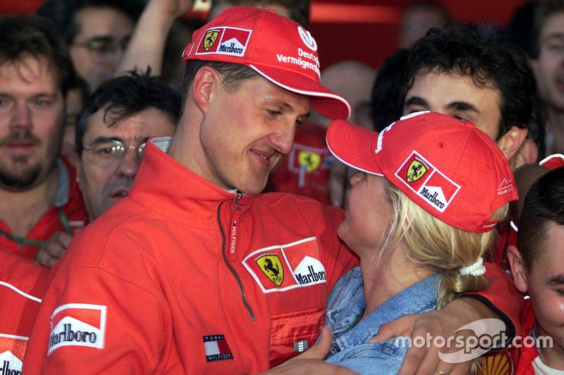 Yarış galibi ve 2000 Dünya Şampiyonu Michael Schumacher, Ferrari ve eşi Corinna Schumacher