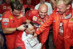 Ferrari feiert den Titelgewinn 2000