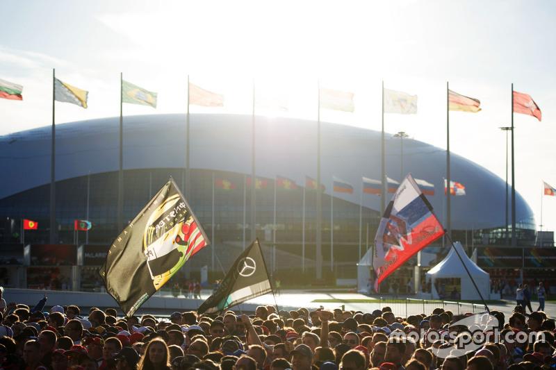 В 2015 году Гран При России на «Сочи Автодроме» прошел во второй раз. К его старту уже мало кто сомневался, что Льюис Хэмилтон сможет защитить свой чемпионский титул